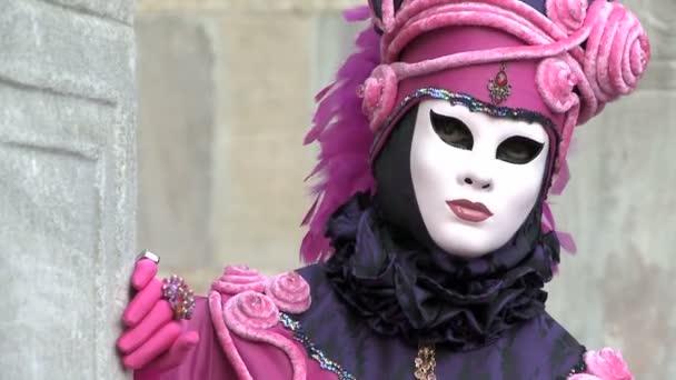 Close-up růžový kostým Benátky karneval