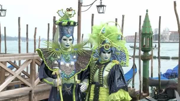 maskované pár v Benátkách na karneval