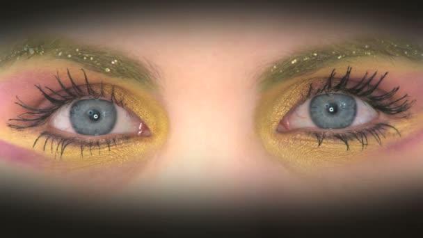 barevné malované oči