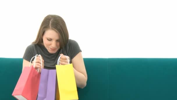 nő a bevásárló szatyrok