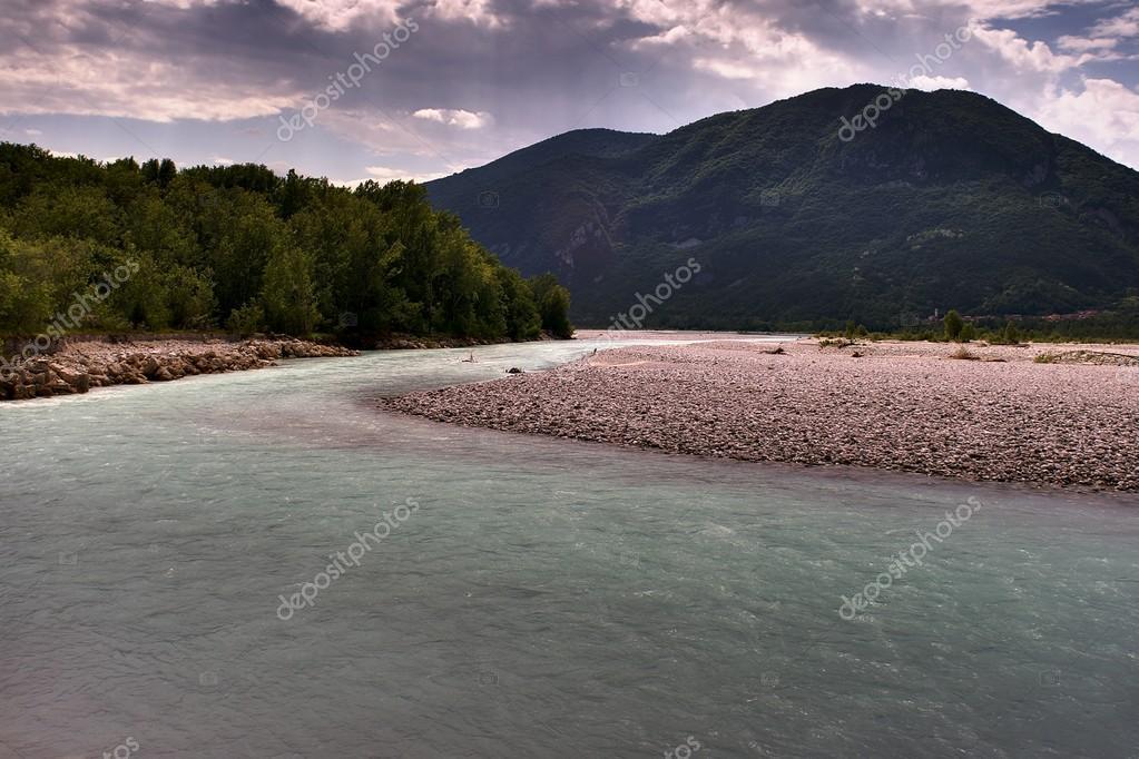 荒野に流れる川 — ストック写真 ...