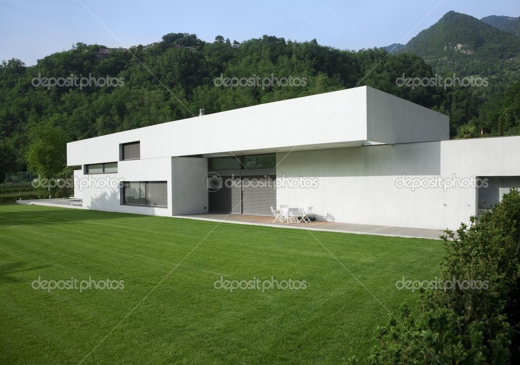 Moderne huis exterieur u stockfoto zveiger