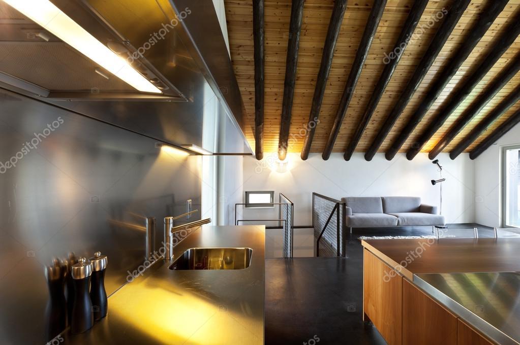 Interieur moderne chalet u stockfoto zveiger