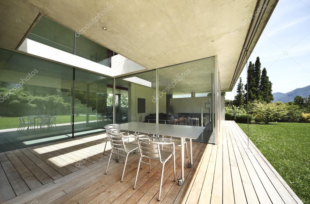 Veranda modern huis u stockfoto zveiger