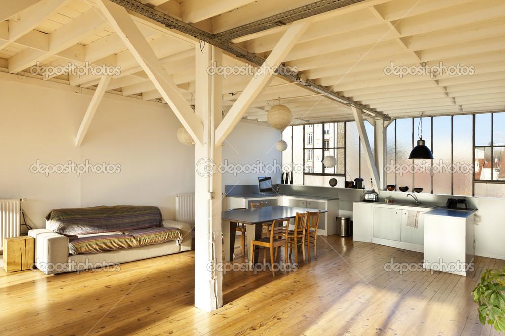 alte Loft, Interieur — Stockfoto © Zveiger #28604535