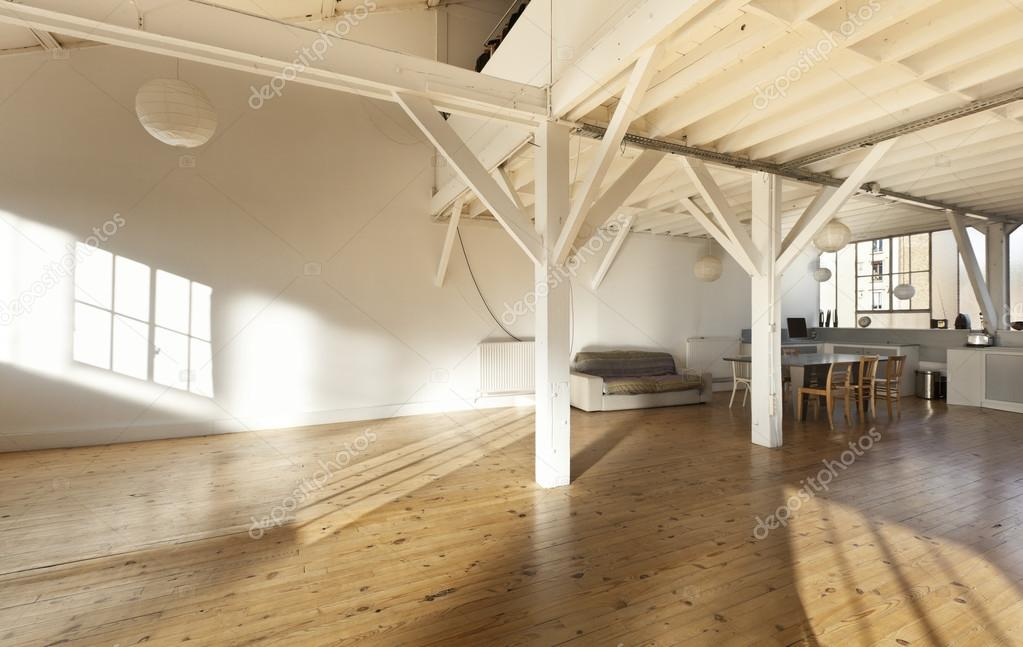 alte Loft, Interieur — Stockfoto © Zveiger #28605701