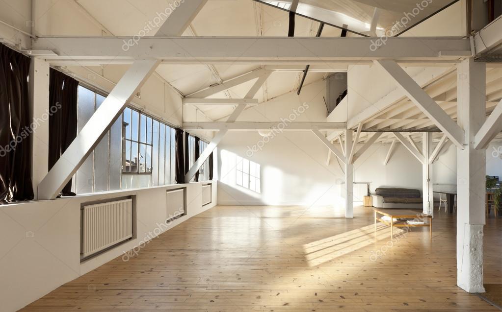 alte Loft, Interieur — Stockfoto © Zveiger #28606827
