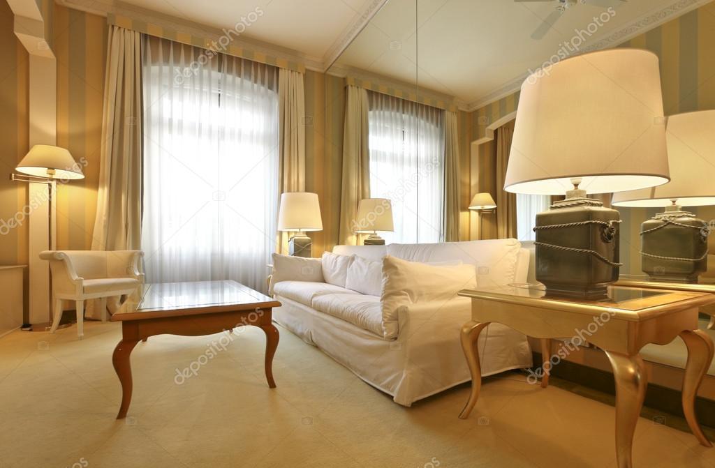 Appartamento di lusso interni confortevole soggiorno for Interni di charme