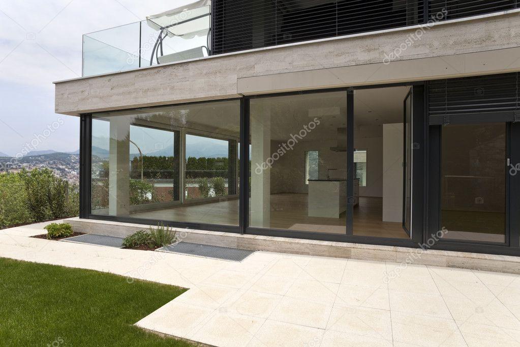 Mooie moderne huis exterieur u stockfoto zveiger