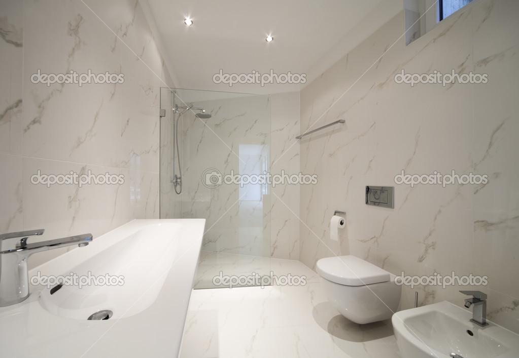 Begli interni di una casa moderna bagno foto stock for Interni casa moderna