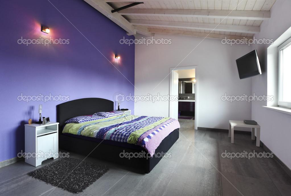 Schlafzimmer Mit Lila Wand U2014 Stockfoto