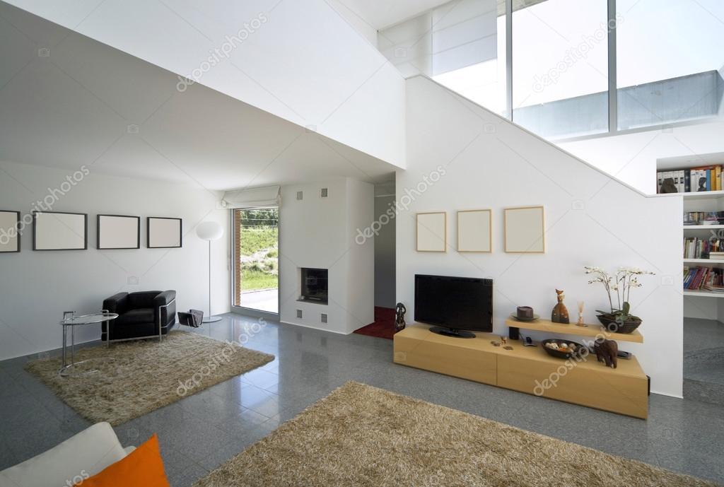 Casa di mattoni moderni interni foto stock zveiger - Casa interni moderni ...