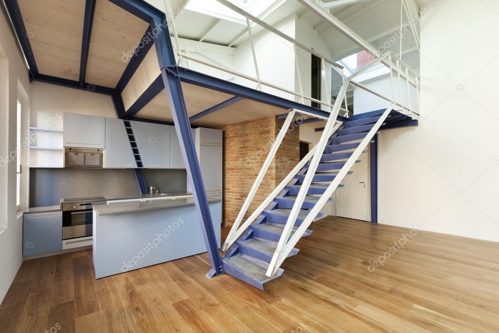 Wohnung mit mezzanine — Stockfoto © Zveiger #34751005