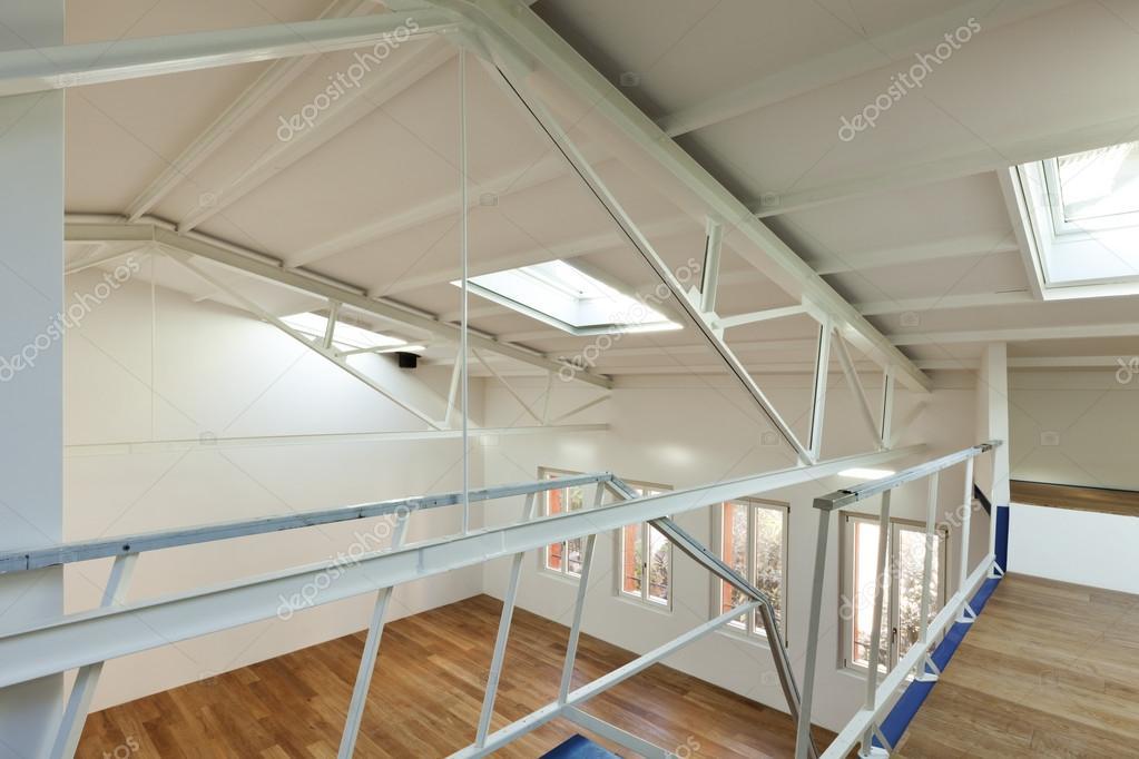 Wohnung mit mezzanine — Stockfoto © Zveiger #34751613