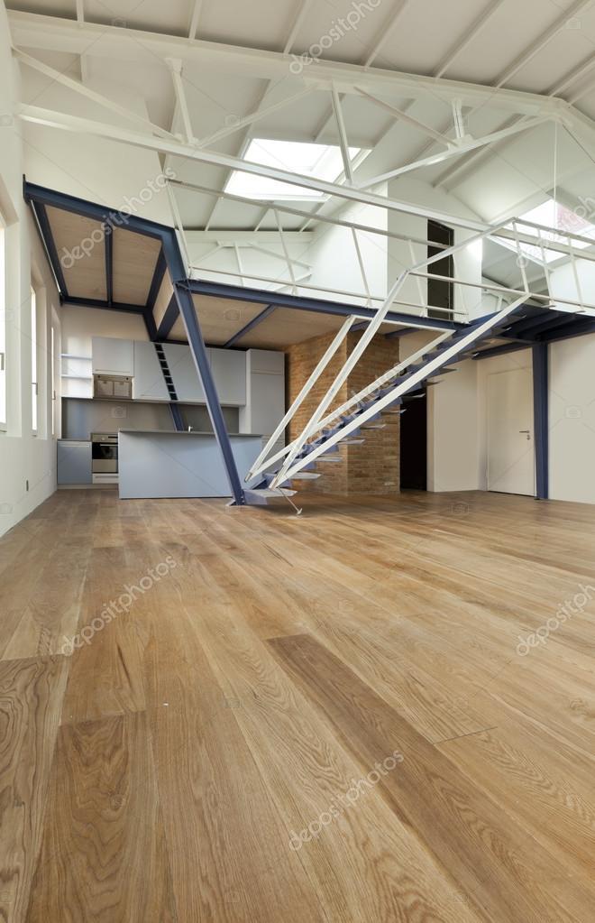 Wohnung mit mezzanine — Stockfoto © Zveiger #34756391