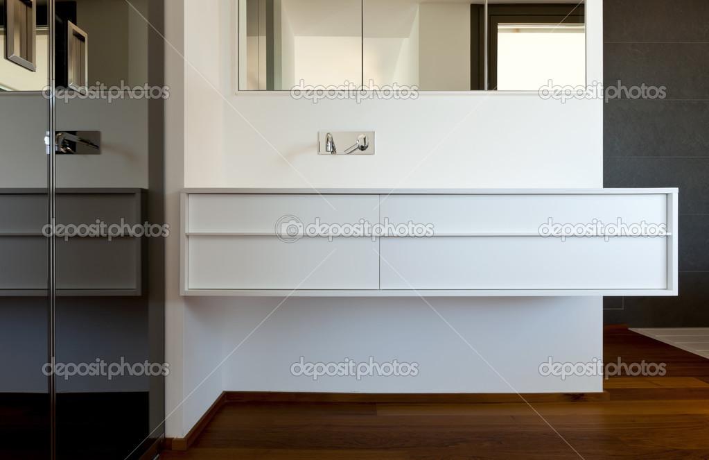 Nieuwe badkamer parketvloer u stockfoto zveiger