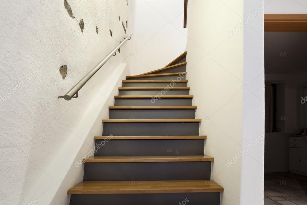 Mooie moderne huis trappen u stockfoto zveiger