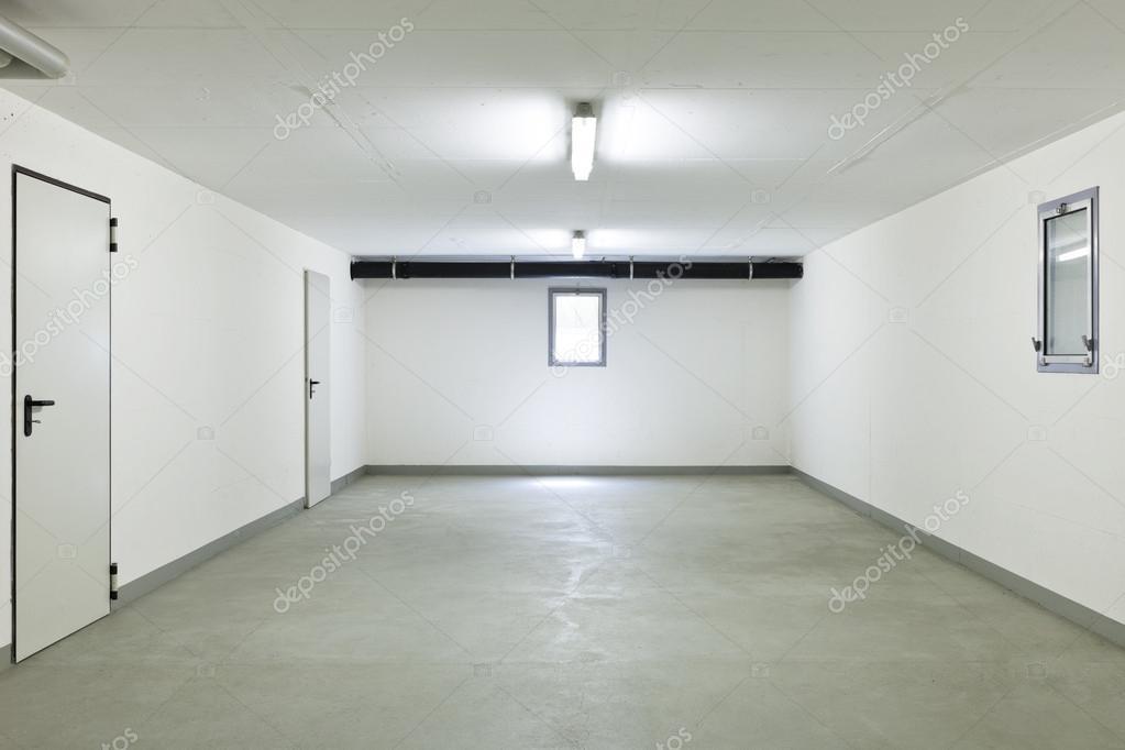 Interior empty house stock photo zveiger 35677957 for Costo per costruire un appartamento garage per 2 auto