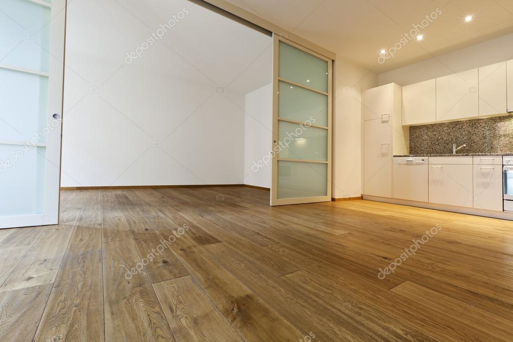 Haus mit Holzboden, Küche — Stockfoto © Zveiger #35865657