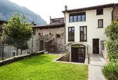 Fotografie dům v typické vesnici v kantonu ticino