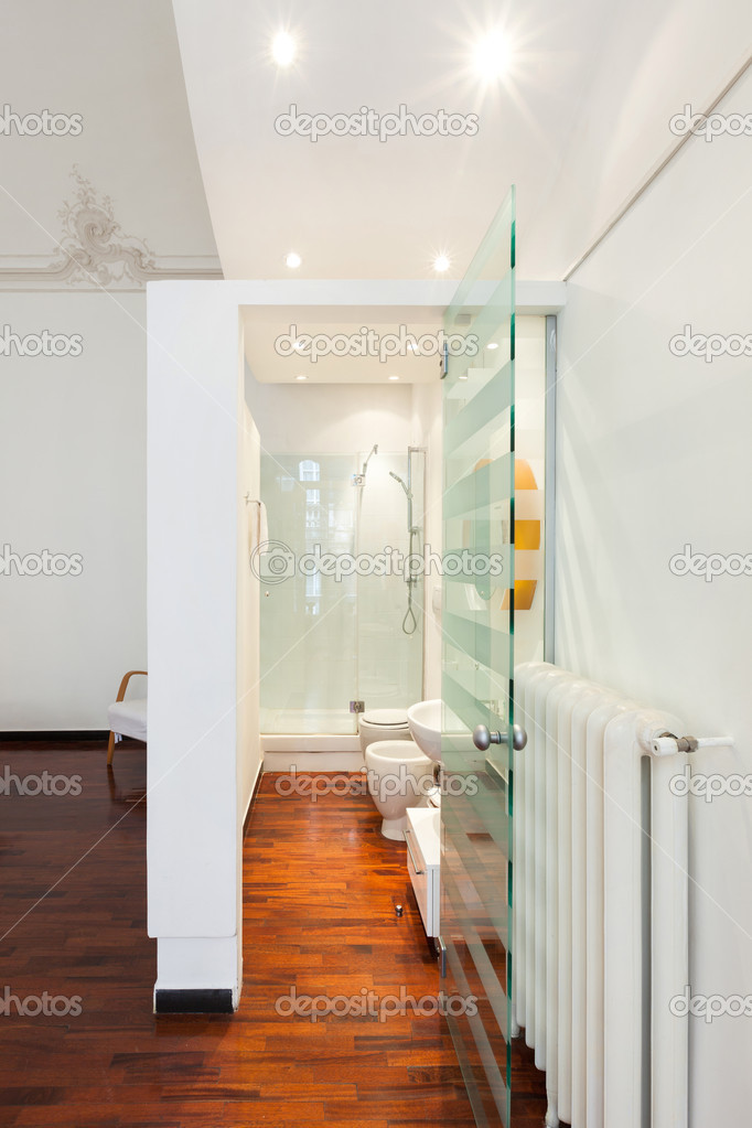 Chambre d\'hôtel, salle de bains — Photographie Zveiger ...