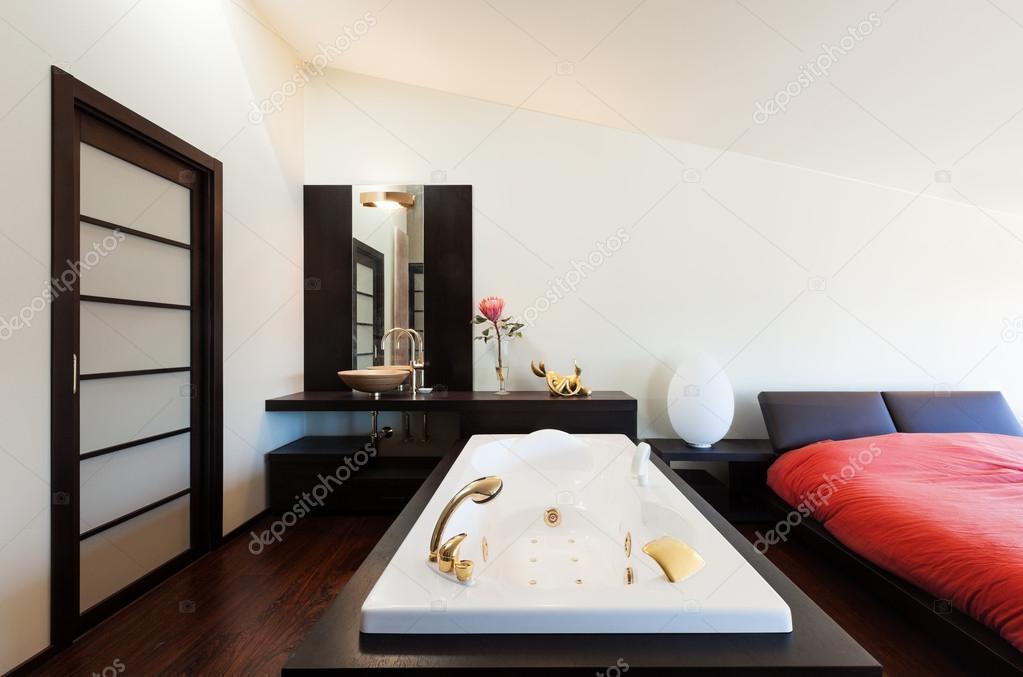camera da letto con jacuzzi — Foto Stock © Zveiger #41690385