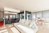 pohodlný obývací pokoj