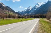 strada e montagna in Svizzera