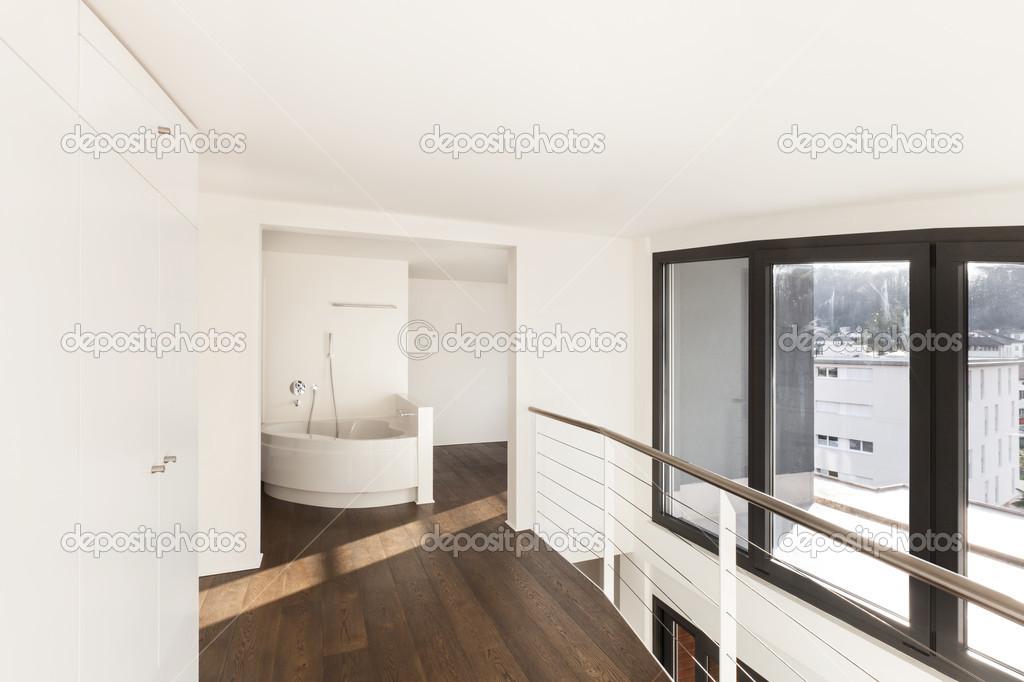 Weergave badkuip van corridor u stockfoto zveiger
