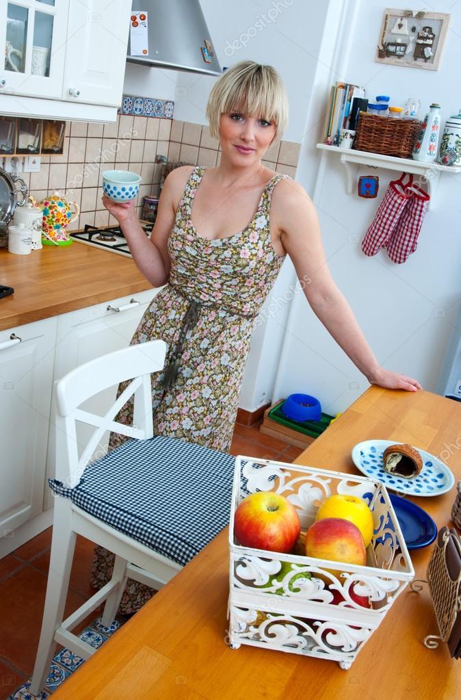 Курьер ебет пожилую домохозяйку #6