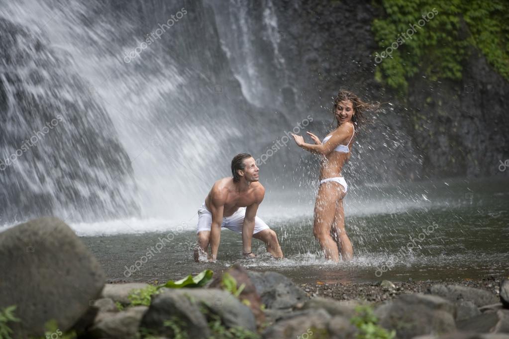 Смотреть порновидео у водопада