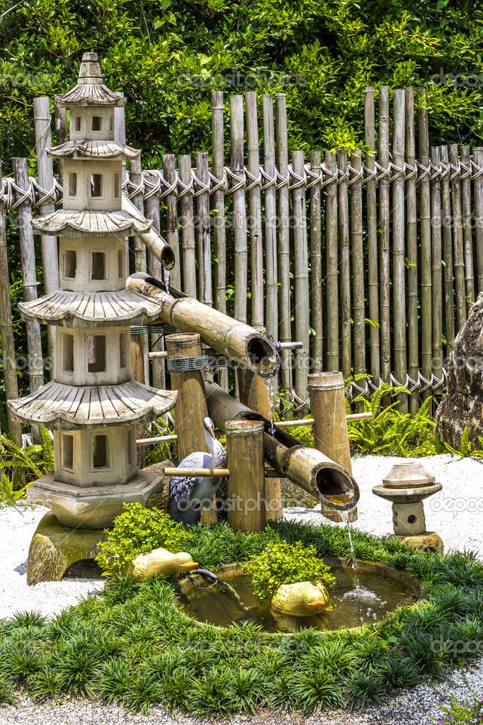 Pagada fontaine Pierre et bambou dans le jardin japonais ...