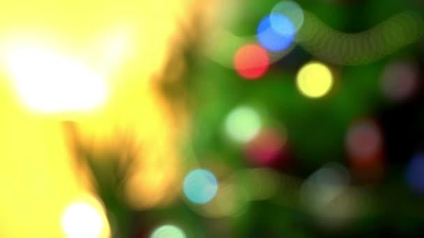 abstrakte und defokussierte Weihnachtsdekorationen, Dekorationen und Lichter