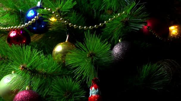 sony fs-100 - Weihnachtsschmuck, Dekoration und Lichter am schönen Baum