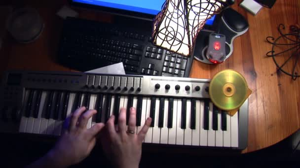 Playing keyboard with knobs and sliders