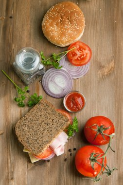 Fresh sandwich with tomatoes, onion and ketchup