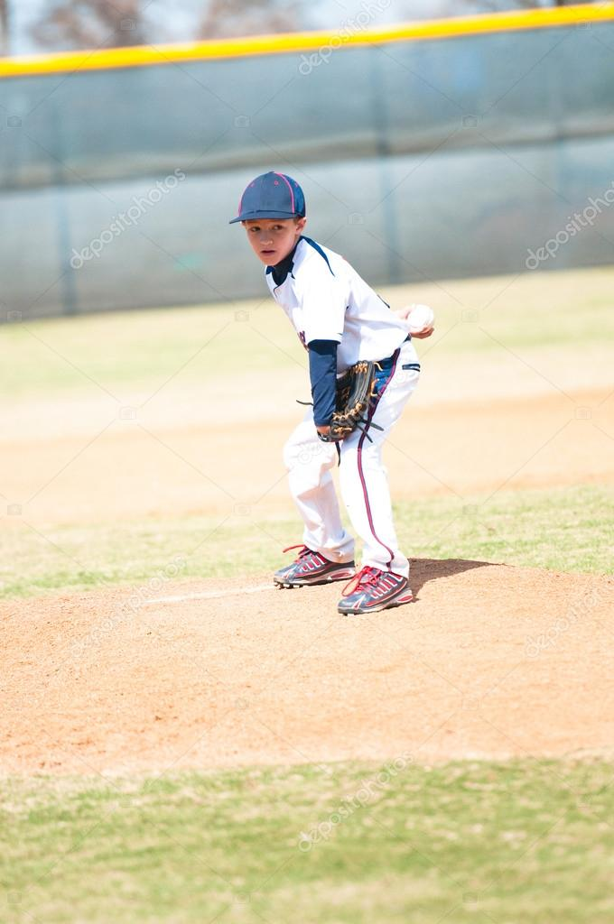 lanzador de béisbol juvenil buscando — Foto de stock © tammykayphoto ...