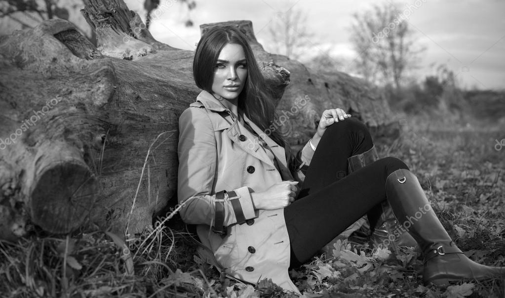 Black and white photo of fashion woman outdoor
