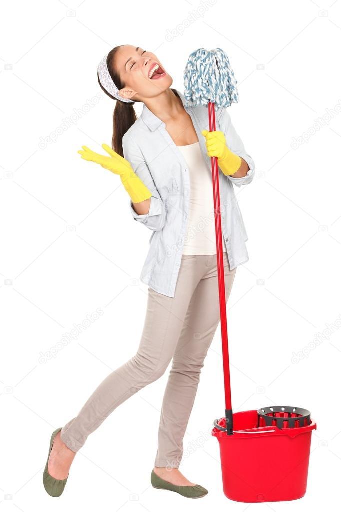 primavera divertimento cantando donna di pulizia — Foto Stock ...