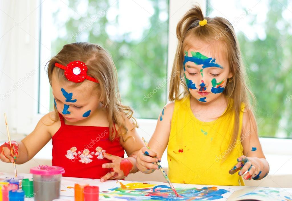 niños pintando — Fotos de Stock © kolinko_tanya #29205827