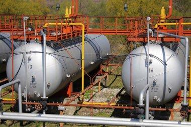 Big gas cylinders (tanks)