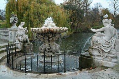 İtalyan Su Bahçeleri Çeşmesi, Kensington, Londra. İngiltere.