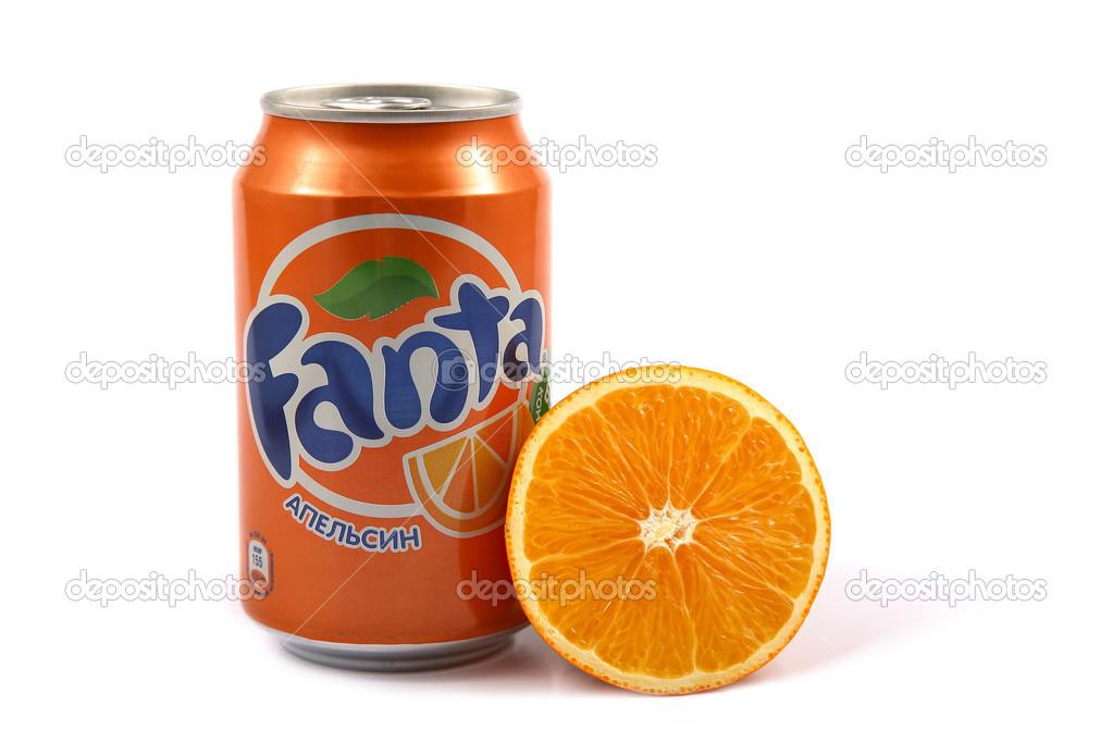 7a05cc9a65 uma lata de sumo de laranja — Fotografia de Stock Editorial ...