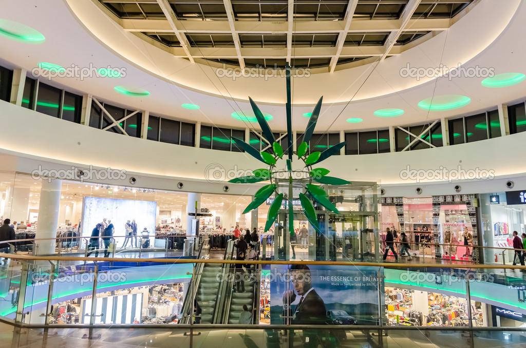 9e2272cc5cf 부카레스트, 루마니아-10 월 5: baneasa 쇼핑 시티 몰 안에 2013 년 10 월 5 일에 부카레스트, 루마니아. 열린된  2008 부쿠레슈티의 가장 중요 한 쇼핑몰 중 고 200 ...