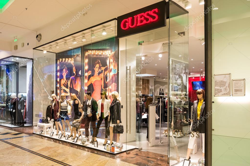 Бухарест, Румыния - 29 декабря  думаю магазин 29 декабря 2013 г. в  Бухаресте, Румыния. Это американец высококлассные одежды линии бренда и в  1980-х был ... 05dc6921516