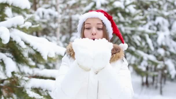 přátelské žena vanoucí sněhové vločky