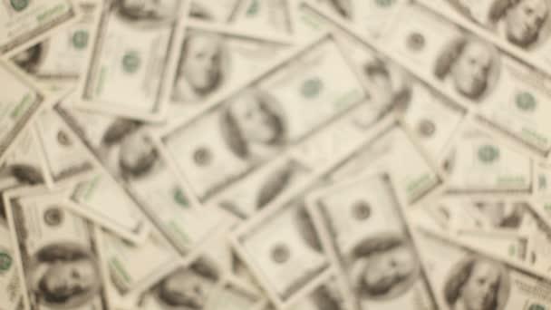 dávat peníze