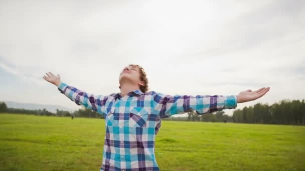 Tinédzser csinál relaxációs gyakorlatok