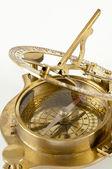 régi sárgaréz sextant. mérő műszer navigációs elszigetelt.