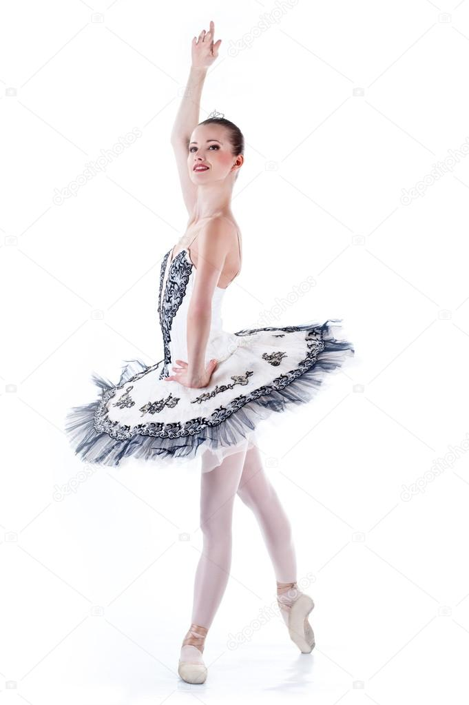 09f987c11e Retrato de longitud completa de una bailarina bailarina haciendo un ballet  en wh — Foto de